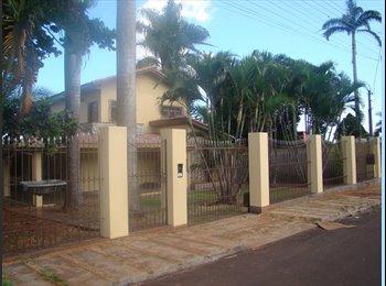 EasyQuarto BR - Casa Ampla e Aconchegante - Foz do Iguaçu, Foz do Iguaçu - R$ 900 Por mês