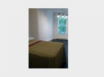 EasyRoommate CA - Large sunny room available - Villeray - Saint-Michel - Parc-Extension, Montréal - $400 pcm