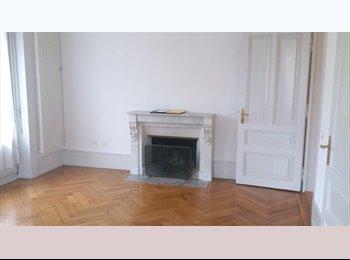 EasyWG CH - 2 chambres disponibles dans 5.5 au centre-ville dè - Fribourg, Saane - Sarine - 575 CHF / Mois