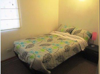 arriendo habitacion dama / sola room for rent