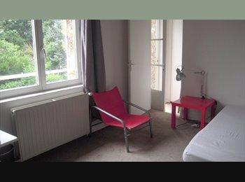 Un 3 pces pour deux filles ds une maison à Sèvres