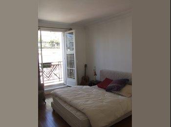 Appartager FR - PARTAGE SUPERBE APPARTEMENT À MONTMARTRE - 18ème Arrondissement, Paris - Ile De France - 1500 € / Mois