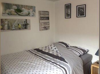 Appartager FR - Chambre tout confort pour court séjour - Wattrelos, Lille - 400 € / Mois