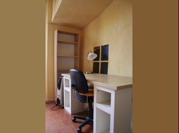 Appartager FR - Maison de village à Cadenet. - Aix-en-Provence, Aix-en-Provence - 400 € / Mois