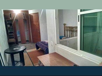 Cuarto amueblado con baño privado // Sala y cocina