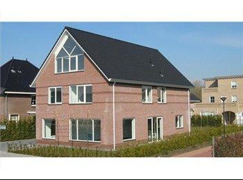 EasyKamer NL - Luxe ruime kamer 25 m2 in vrijstaande woning - Lelystad, Lelystad - € 395 p.m.
