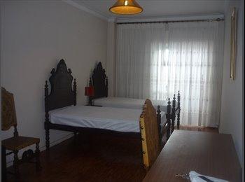 Alugo quarto grande em Benfica