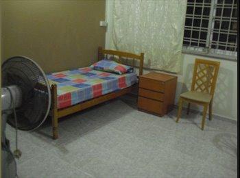 EasyRoommate SG - Blk Bt Batok Cosy Bedroom For Rent - Bukit Badok, Singapore - $520 pcm