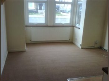EasyRoommate UK - Nice quiet flat near Southend Town center. - Southend-on-Sea, Southend-on-Sea - £397 pcm