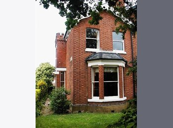 EasyRoommate UK - From SATURDAY Large Room Close Rugby Town Centre - Rugby, Rugby - £490 pcm