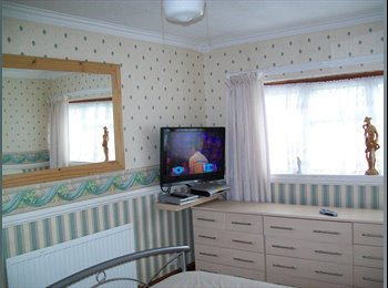 EasyRoommate UK - Quiet Road,with parking. - Laindon, Basildon - £4,770 pcm