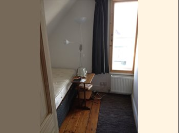 Cosy Whitstable room with access to terrace.