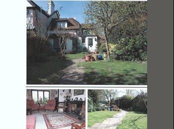 EasyRoommate UK - Double room in village house for rent. - Aylesbury, Aylesbury - £450 pcm