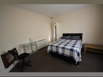 EasyRoommate UK - Double bedroom to let in newly refurbished house - Allenton, Derby - £320 pcm