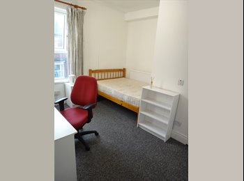 EasyRoommate UK - Single/Double/Ensuite Rooms Available, S2 - Highfield, Sheffield - £260 pcm