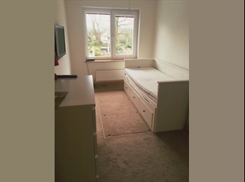 EasyRoommate UK - SINGLE ROOM IN A GAY HOUSE - Petts Wood, London - £400 pcm