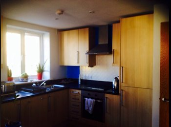 EasyRoommate UK - Large double room with en-suite, Morley LS27 - Morley, Leeds - £400 pcm