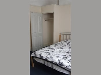 EasyRoommate UK - Large rooms *No Deposit *No Admin fees - West Cliff, Bournemouth - £420 pcm