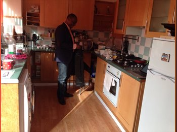 EasyRoommate UK - 2 Double Rooms and 1 Single Available - Tilbury, Tilbury - £400 pcm
