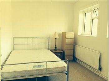 EasyRoommate UK - NEWLEY REFURBISHED DOUBLE ROOM TO RENT IN DAGENHAM - Dagenham, London - £550 pcm