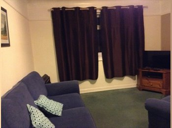 EasyRoommate UK - Lovely double room - Parkstone, Poole - £400 pcm