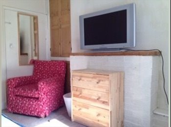 EasyRoommate UK - Property available room Stone, staffordhsire - Stafford, Stafford - £325 pcm