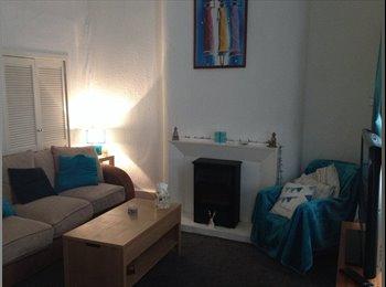 EasyRoommate UK - Big Happy bedroom - Battlefield, Glasgow - £350 pcm