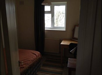 EasyRoommate UK -  Double Room Available 10 Minute Walk from Tube - East Finchley, London - £600 pcm