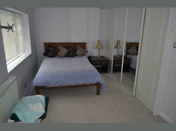 EasyRoommate UK - Double bedroom near Slough Trading Estate - Farnham Royal, Slough - £470 pcm