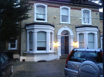 Large double rooms in South Croydon - bills inc.