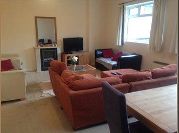 EasyRoommate UK - Furnished, large double room, near Amersham statio - Amersham, Amersham - £450 pcm