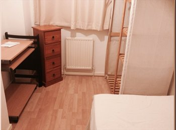 EasyRoommate UK - Single Room Suit Hospital Staff, Close to M1 - Leagrave, Luton - £330 pcm