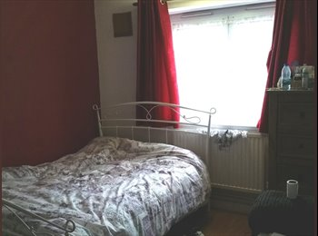 ****STUNNING EXTRA LARGE ROOM TO LET***