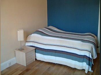 EasyRoommate UK - Spacious, bright double room in a lovely 2 bedroom - Edinburgh Centre, Edinburgh - £360 pcm