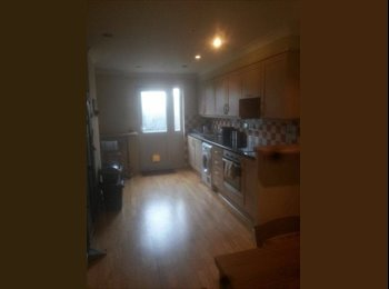 EasyRoommate UK - DOUBLE ROOMS 2 MINUTES FROM STATION ZONE 2 - Bermondsey, London - £850 pcm