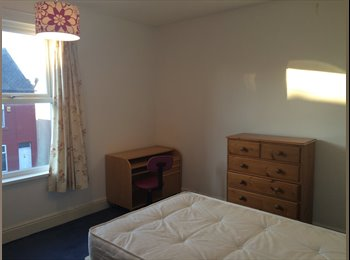 EasyRoommate UK - Large double room in a great house, Heeley. - Heeley, Sheffield - £250 pcm