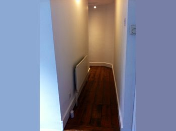 EasyRoommate UK - Amazing room to rent for FEMALE - Ilford, London - £650 pcm