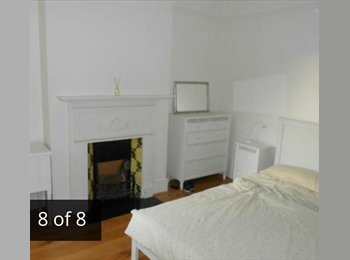 EasyRoommate UK - Quiet Avenue close to Finchley Central Station - Finchley, London - £600 pcm