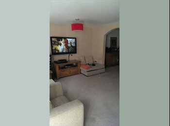 EasyRoommate UK - Beautiful room double room to rent with en suite!! - Far Headingley, Leeds - £350 pcm