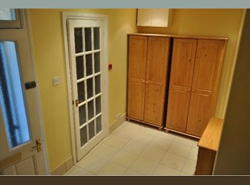 EasyRoommate UK - Excellent One Bedroom Flat In Zone 2 - West Kensington, London - £1,018 pcm