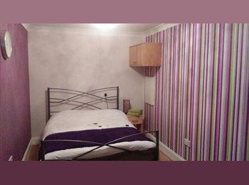 EasyRoommate UK - Double Room in Lindley - £100pw (inc bills) - Huddersfield, Kirklees - £435 pcm