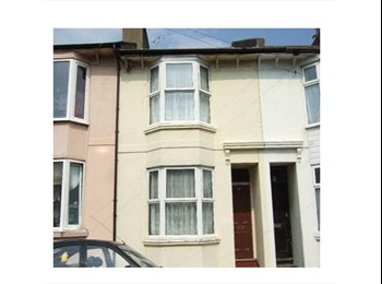 EasyRoommate UK - Single room in shared house - Brighton, Brighton and Hove - £415 pcm