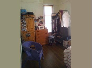 EasyRoommate UK - Light airy double room in East Finchley - East Finchley, London - £628 pcm