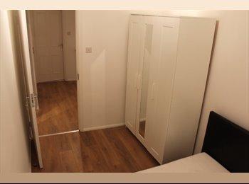 EasyRoommate UK - Newly refurbished flat - double bedroom - Poplar, London - £650 pcm