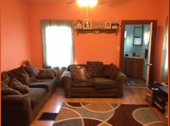 450/mo 800 sq ft house for share (Bedford)