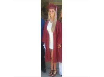 Carlee - 19 - Student