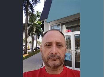 EasyRoommate US - Gerardo  - 54 - Miami