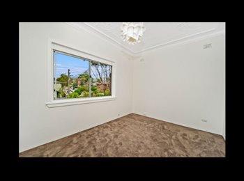 EasyRoommate AU - LARGE ROOM AVAILABLE IN MODERN TOP-FLOOR APARTMENT - North Bondi, Sydney - $365 pw