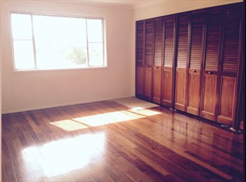 EasyRoommate AU - Extra large room and modern bathroom, quiet area.  - Everton Park, Brisbane - $240 pw
