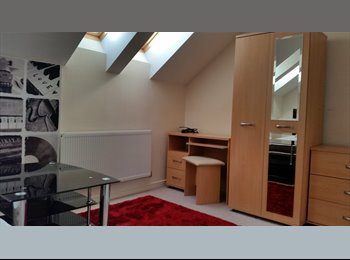 EasyRoommate UK -  En-suit Double room in New Build Town House. - Bolton, Bolton - £433 pcm